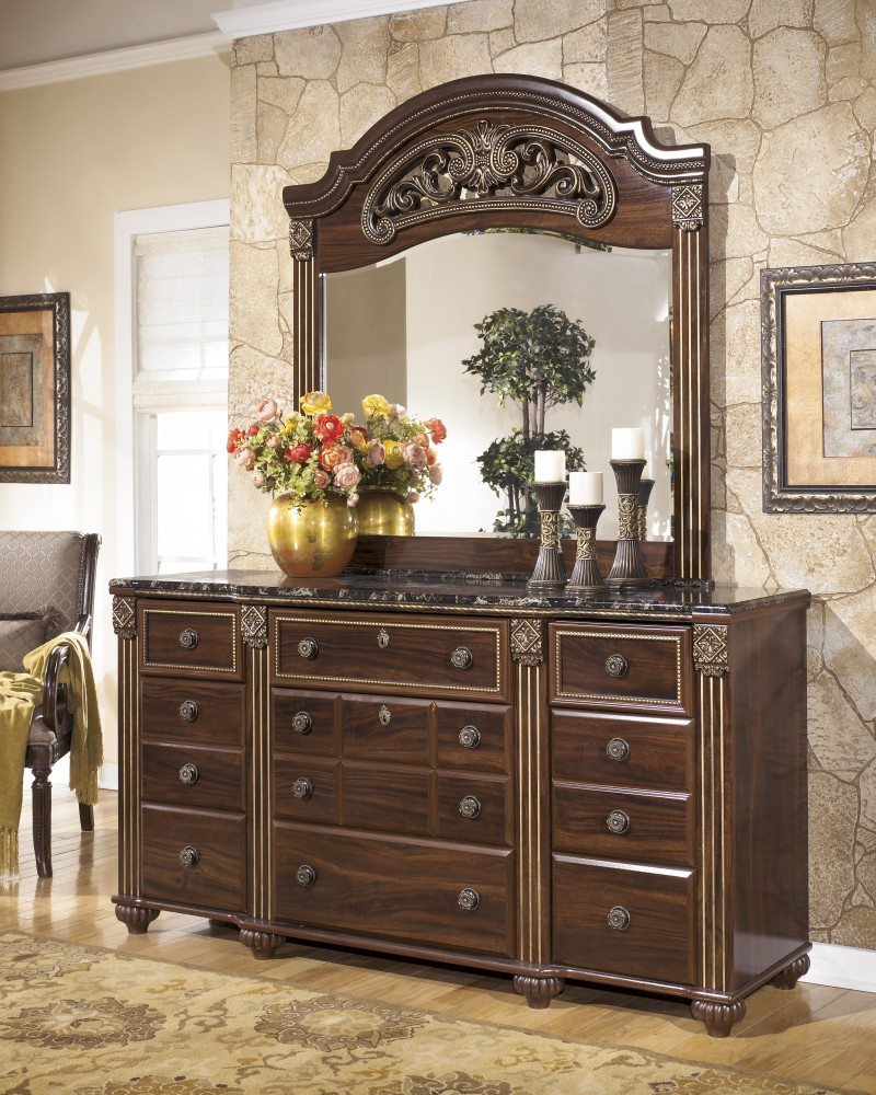 Gabriela - Dresser