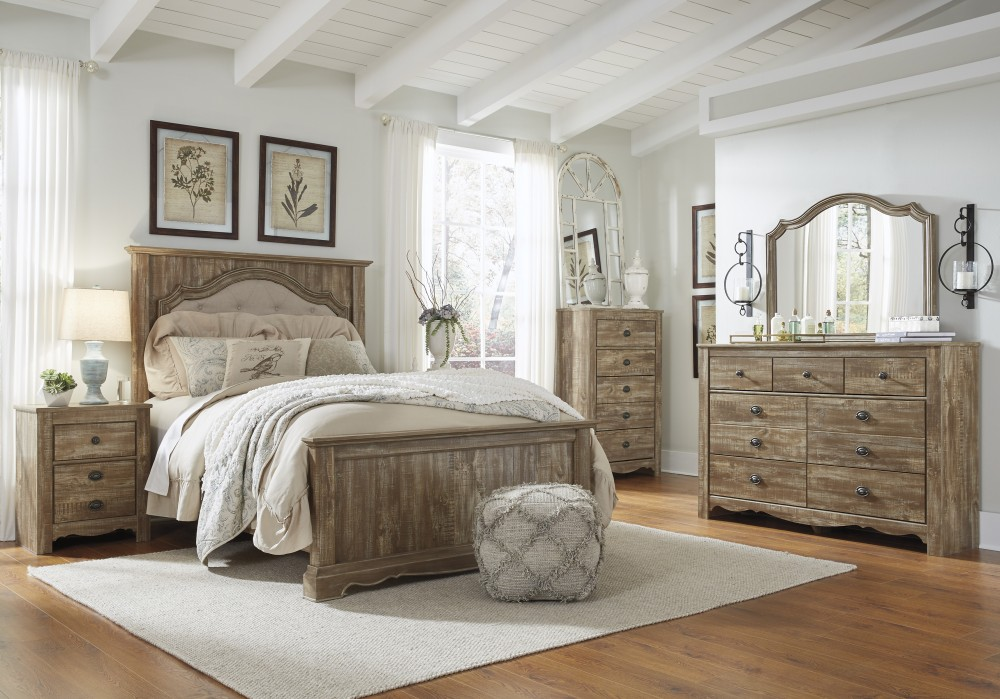 Shellington - Caramel - 5pc Queen Bedroom Group