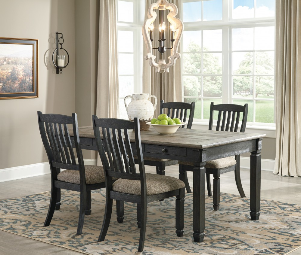 Tyler Creek Table & 4 Chairs