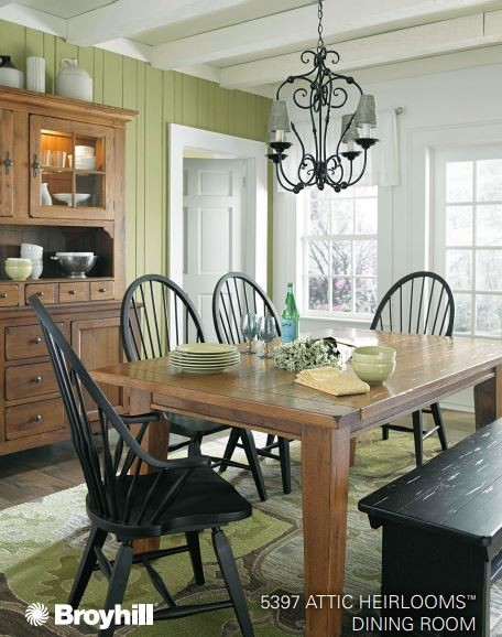 Broyhill Attic Heirloom Dining Group