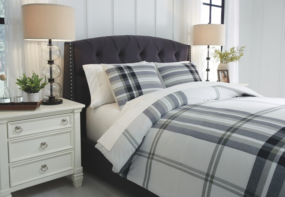 Stayner - Black/Gray - Queen Comforter Set