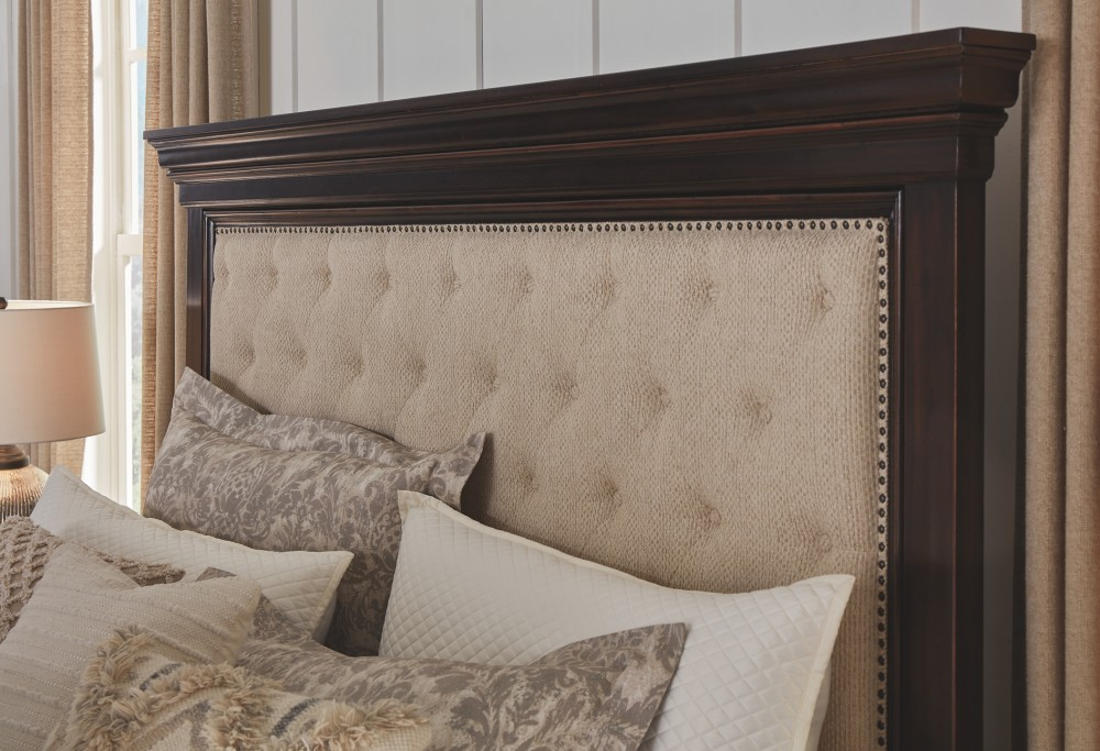 Brynhurst - California King Upholstered Bed with Storage Bench