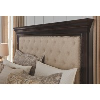 Brynhurst - Brynhurst King Upholstered Bed with Storage Bench