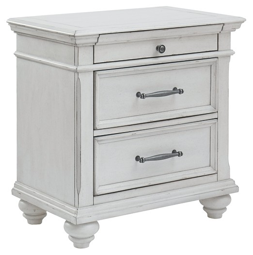 Kanwyn - Three Drawer Night Stand