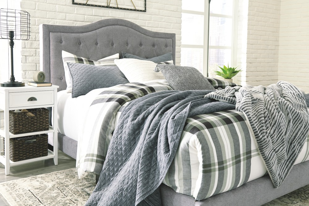 Jerary Queen Upholstered Bed B090 381 Complete Beds