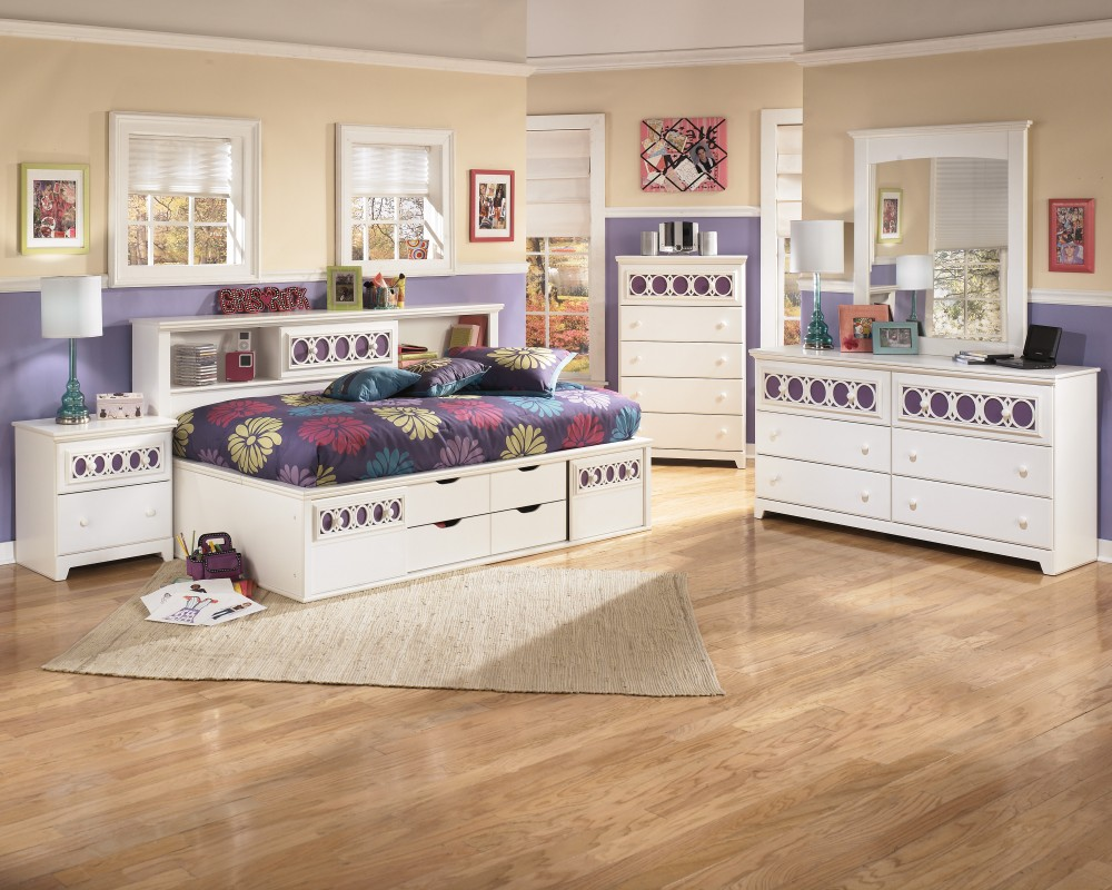 Zayley Twin Bed, Dresser & Mirror
