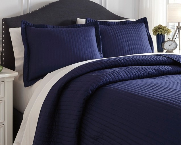 Raleda - Navy - Queen Comforter Set