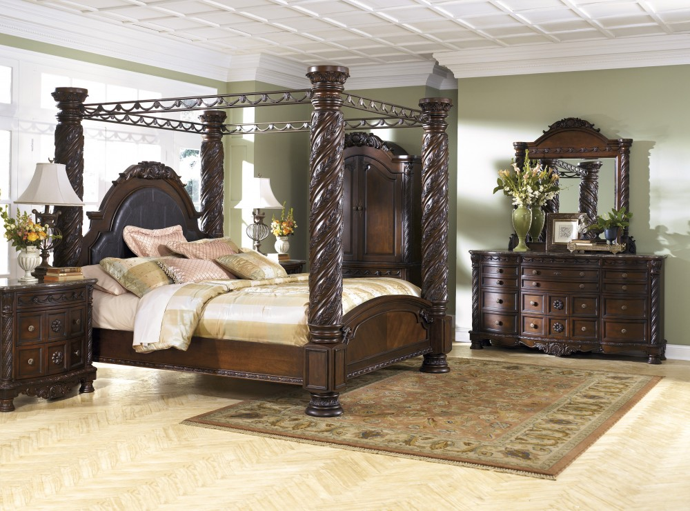 North Shore 7 Pc. Bedroom   Dresser, Mirror U0026 Cal King Poster Bed With