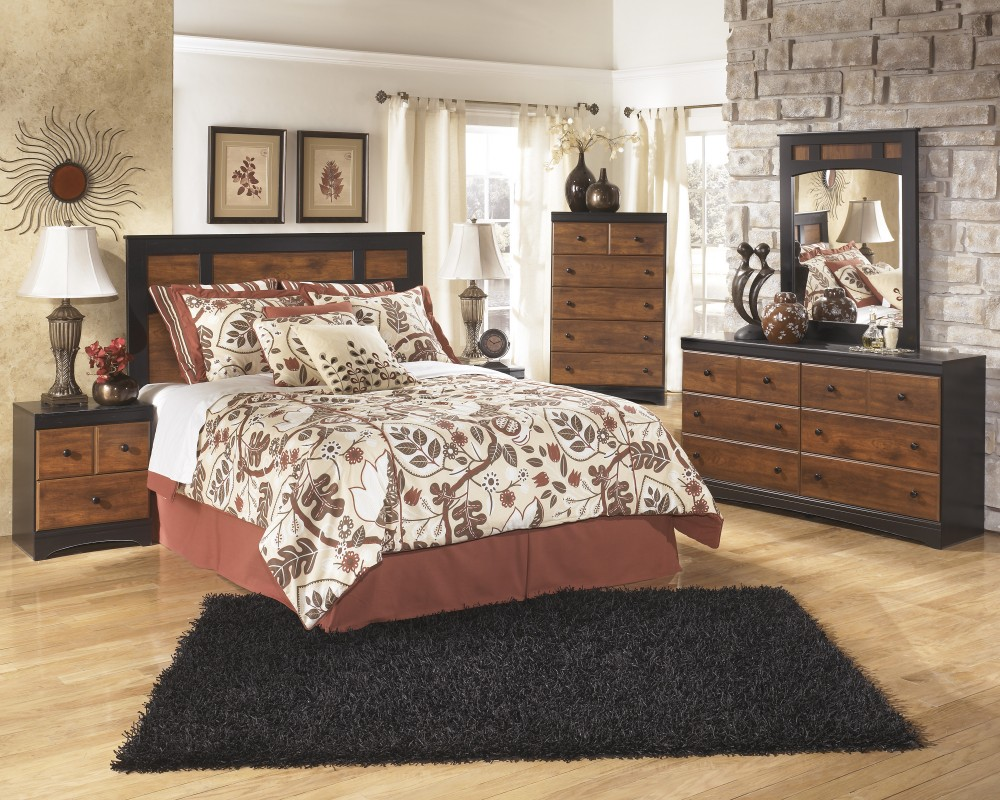 Aimwell 3 Pc. Bedroom - Dresser, Mirror & Queen/Full Panel Headboard