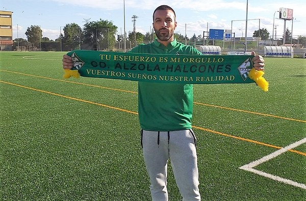 El C.D. Alzola Halcones renueva al técnico Álex Fernández tras ascender a Primera Regional