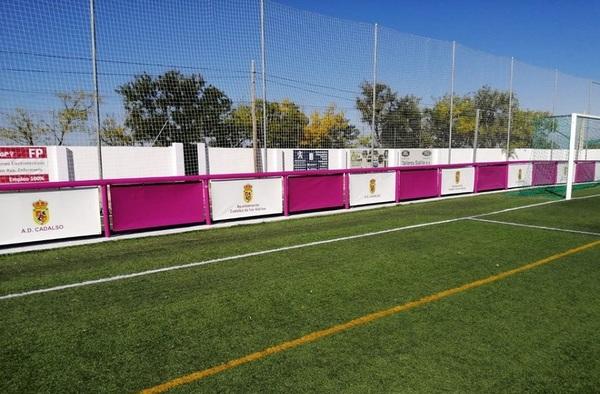 El campo de fútbol de Cadalso de los Vidrios más seguro, con la instalación de protecciones en su vallado