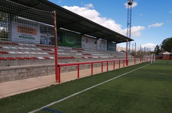 Acabado el acondicionamiento de seguridad en el campo de fútbol de Cerceda