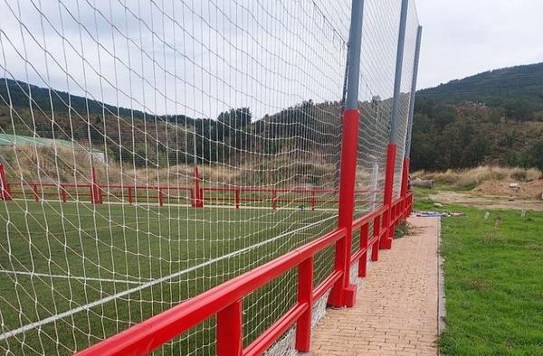 Instaladas protecciones en el campo de fútbol de Cercedilla