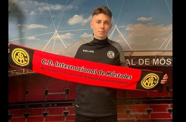 El joven futbolista Dani Braojos con ficha en el C.D. Internacional de Móstoles
