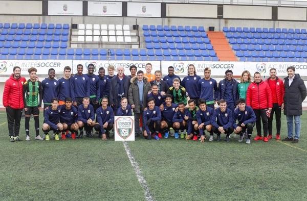 Vicente del Bosque, referente humano y futbolístico insuperable, visitó a los chicos de la AC Intersoccer en la tecnificación de Alalpardo