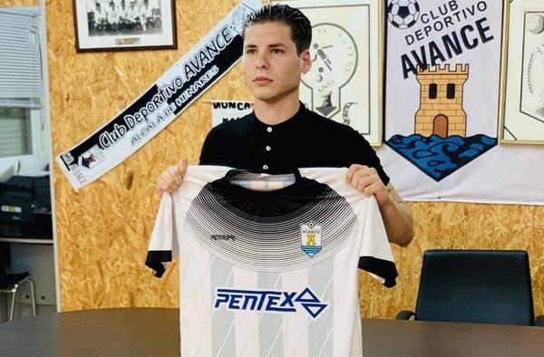 El futbolista uruguayo Santi Castelnoble, firma por el C.D. Avance para la temporada 2020/21
