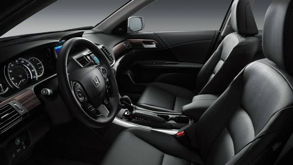 2016 Honda Accord front seat