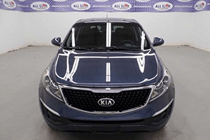 Front hood of blue 2016 kia sportage