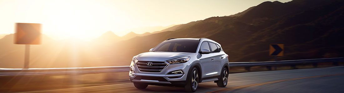 2018 Hyundai Tucson driving around curve in mountain road with solar lens lare