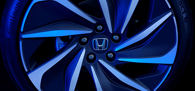 Close up 2019 Honda Insight Prototype rims