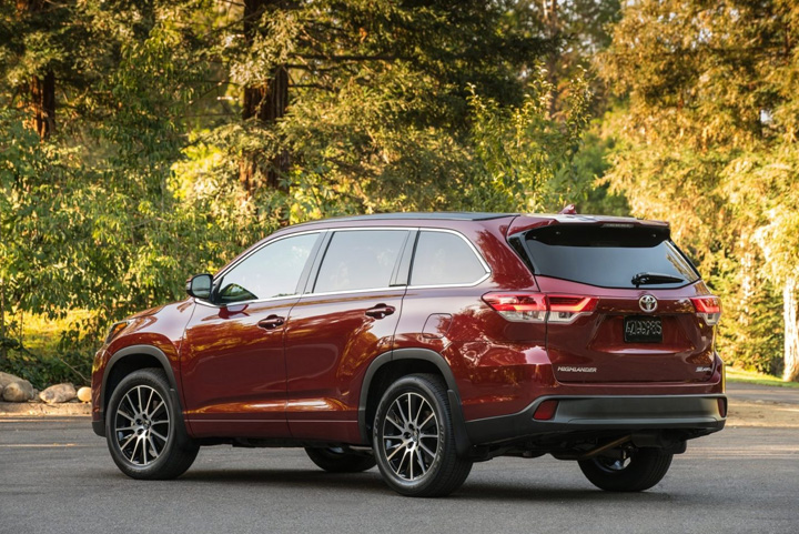 2019 Highlander Rear Outside