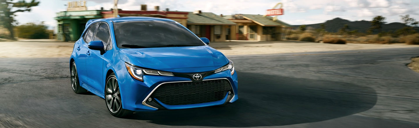 Pop Behind the Wheel of the 2019 Toyota Corolla Hatchback