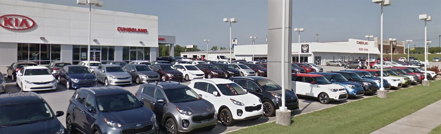 Sales Department Assisting Cookeville, TN New & Used Kia Shoppers