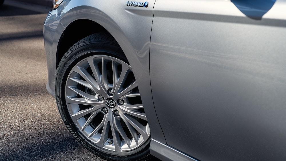 New 2019 Toyota Camry fuel economy vs competitors