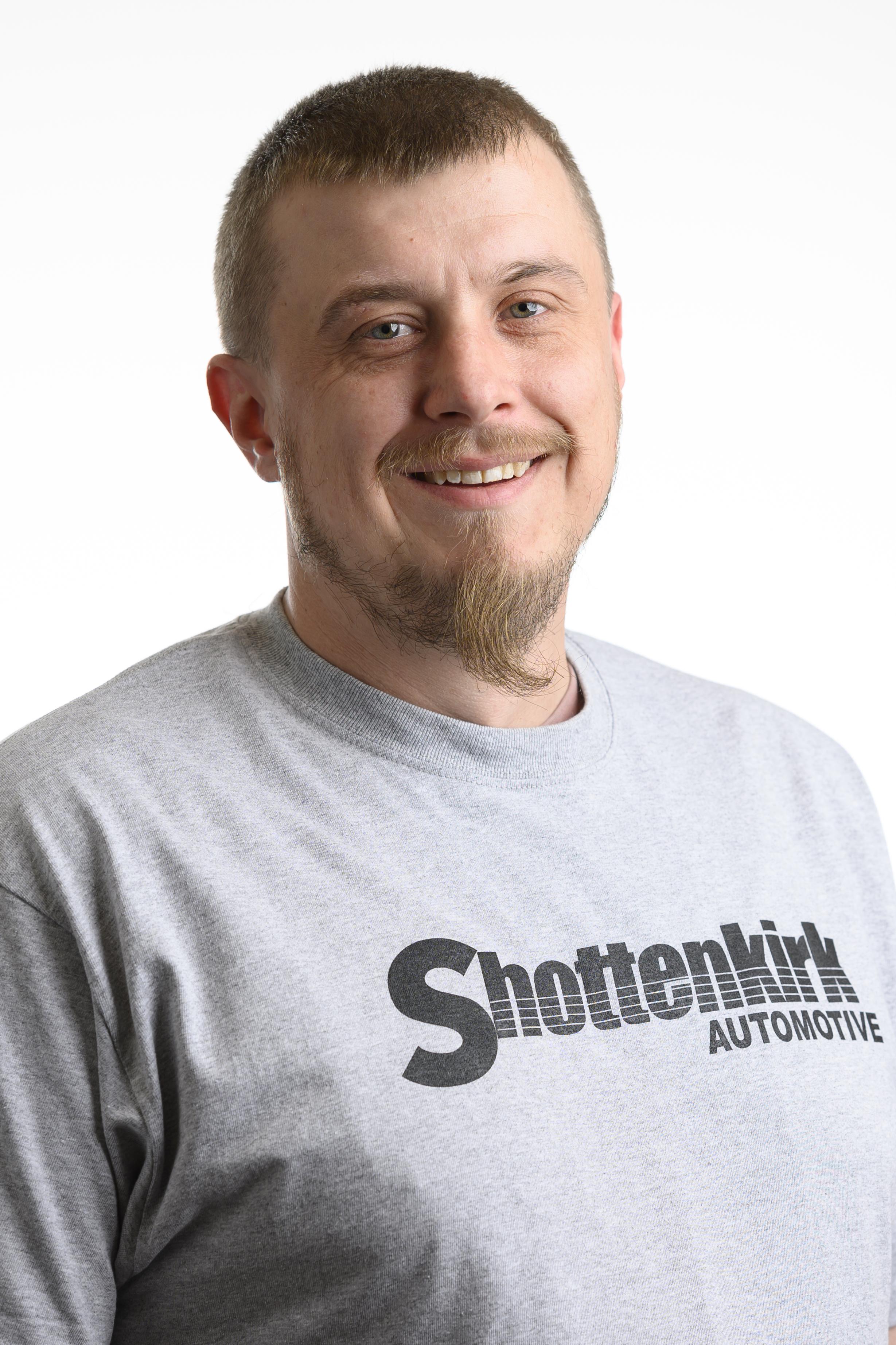 Shane  Snow Bio Image