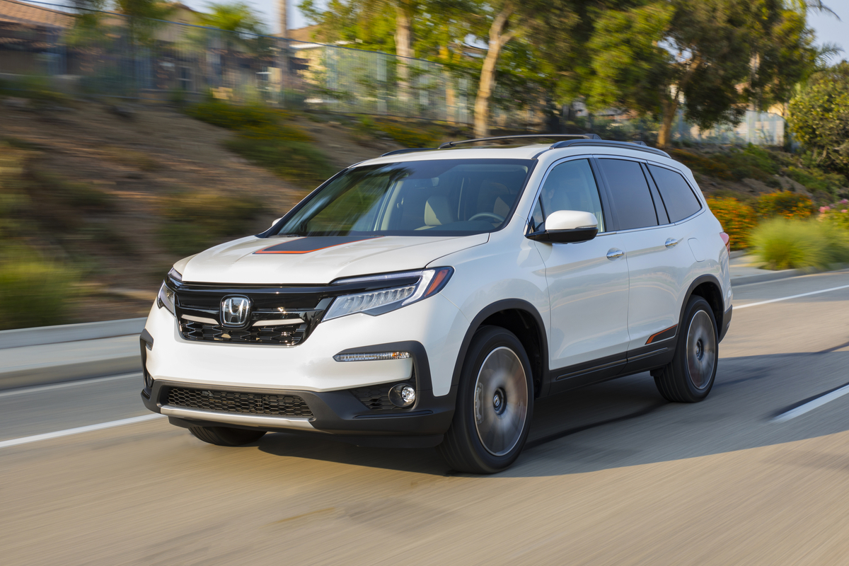 2020 Honda Pilot on the road