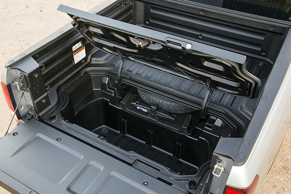 2020 Honda Ridgeline hidden cargo space in bed of truck