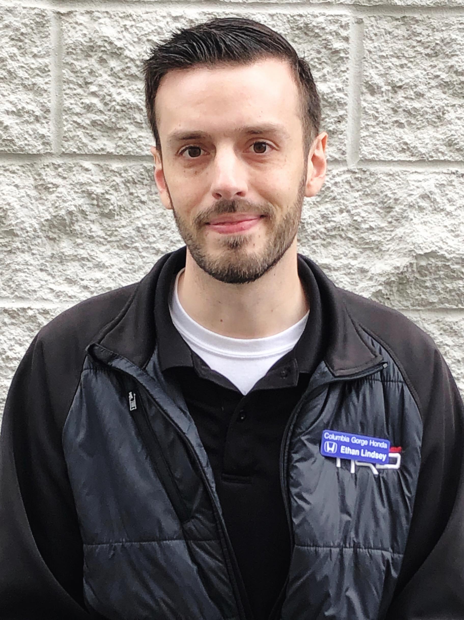Ethan Lindsay Bio Image