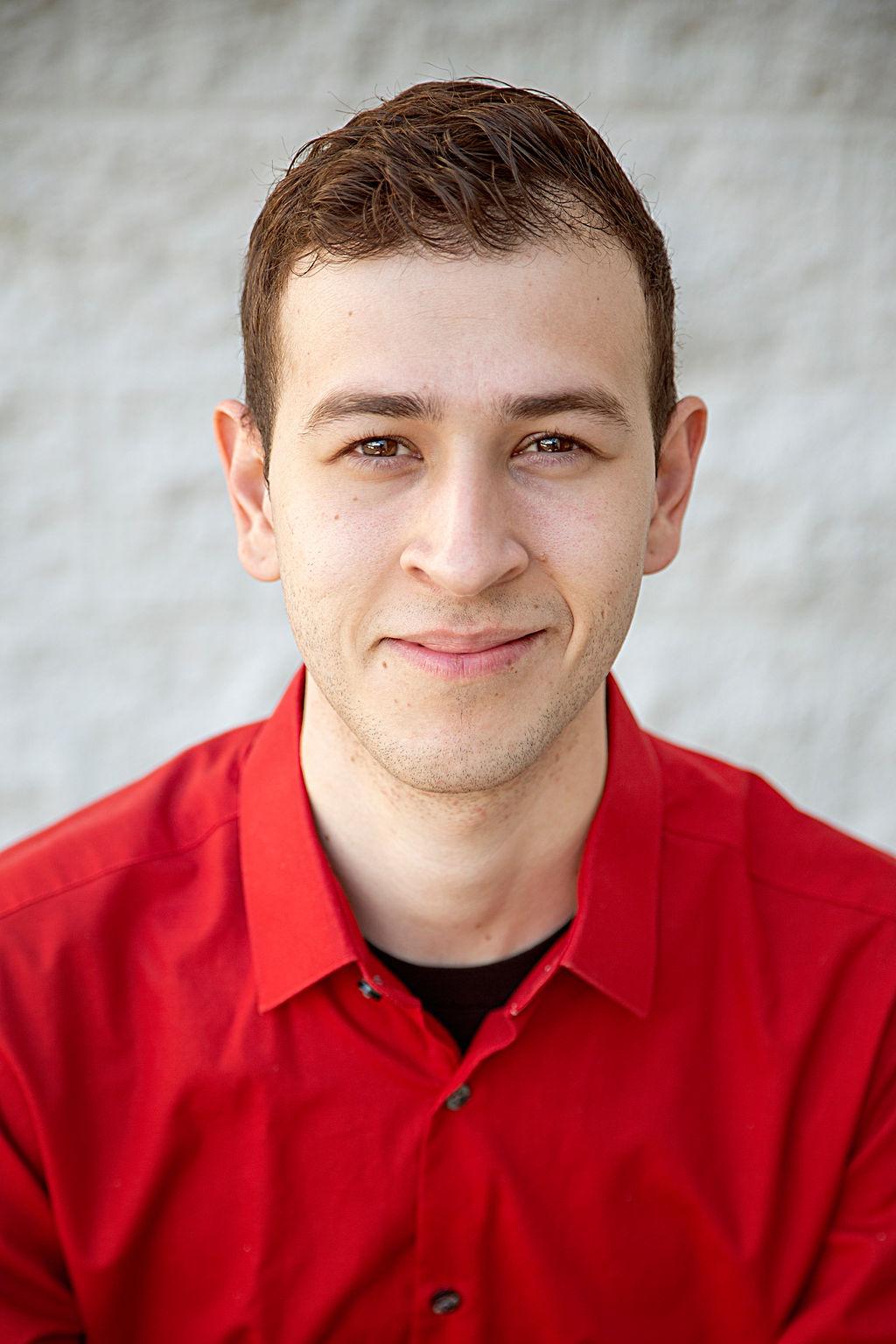 Armando Flores Bio Image