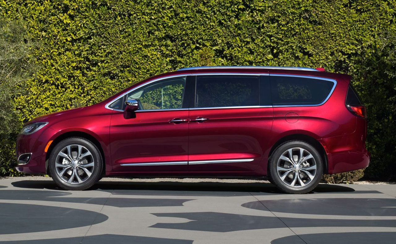 2017 chrysler pacifica exterior red rims windows