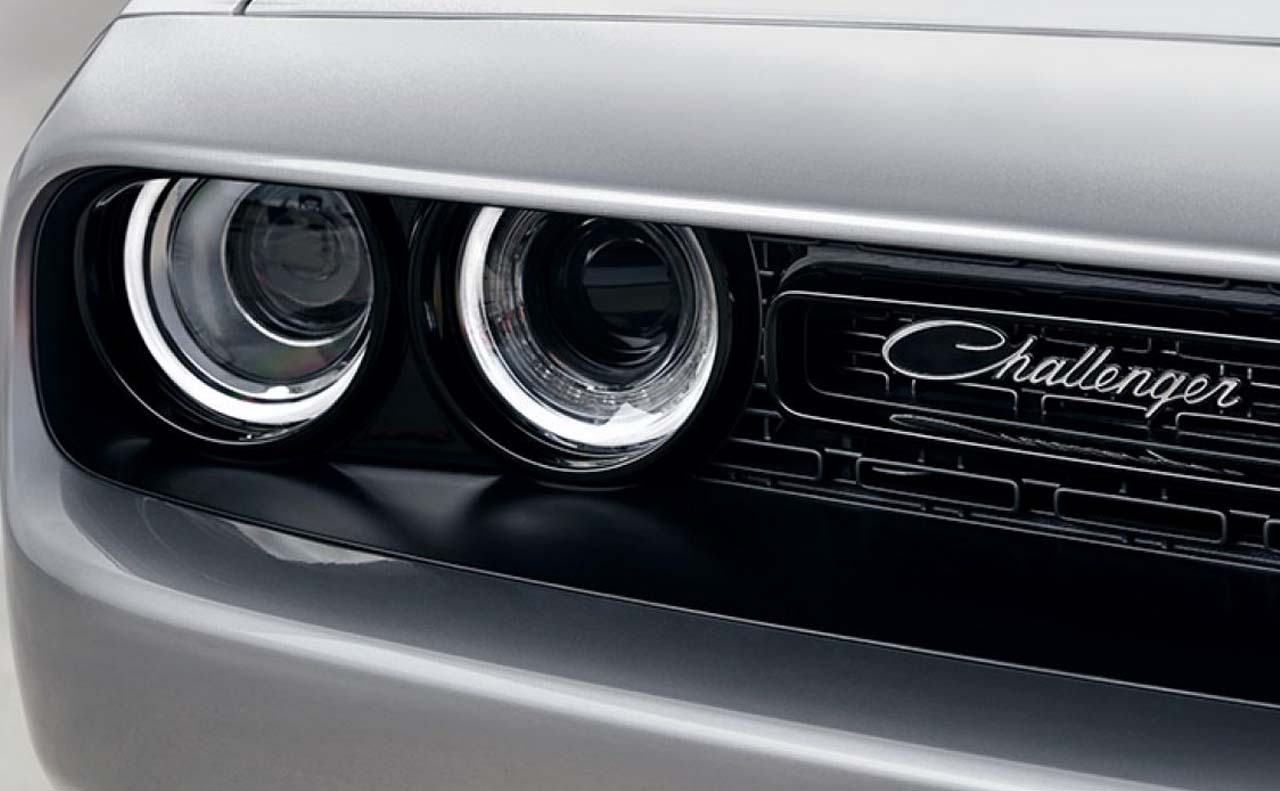 2017 dodge challenger exterior grille lights