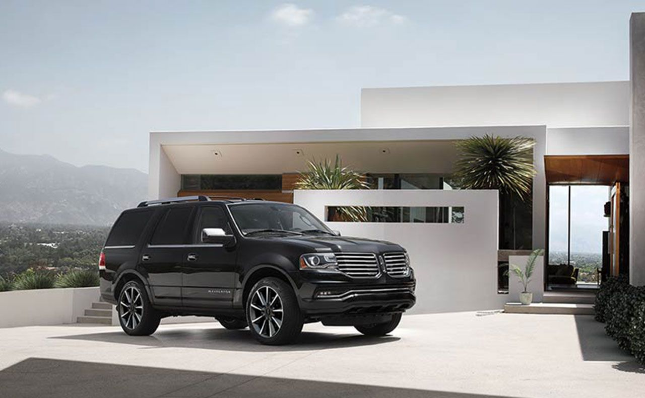 2017 lincoln navigator exterior parked black doors
