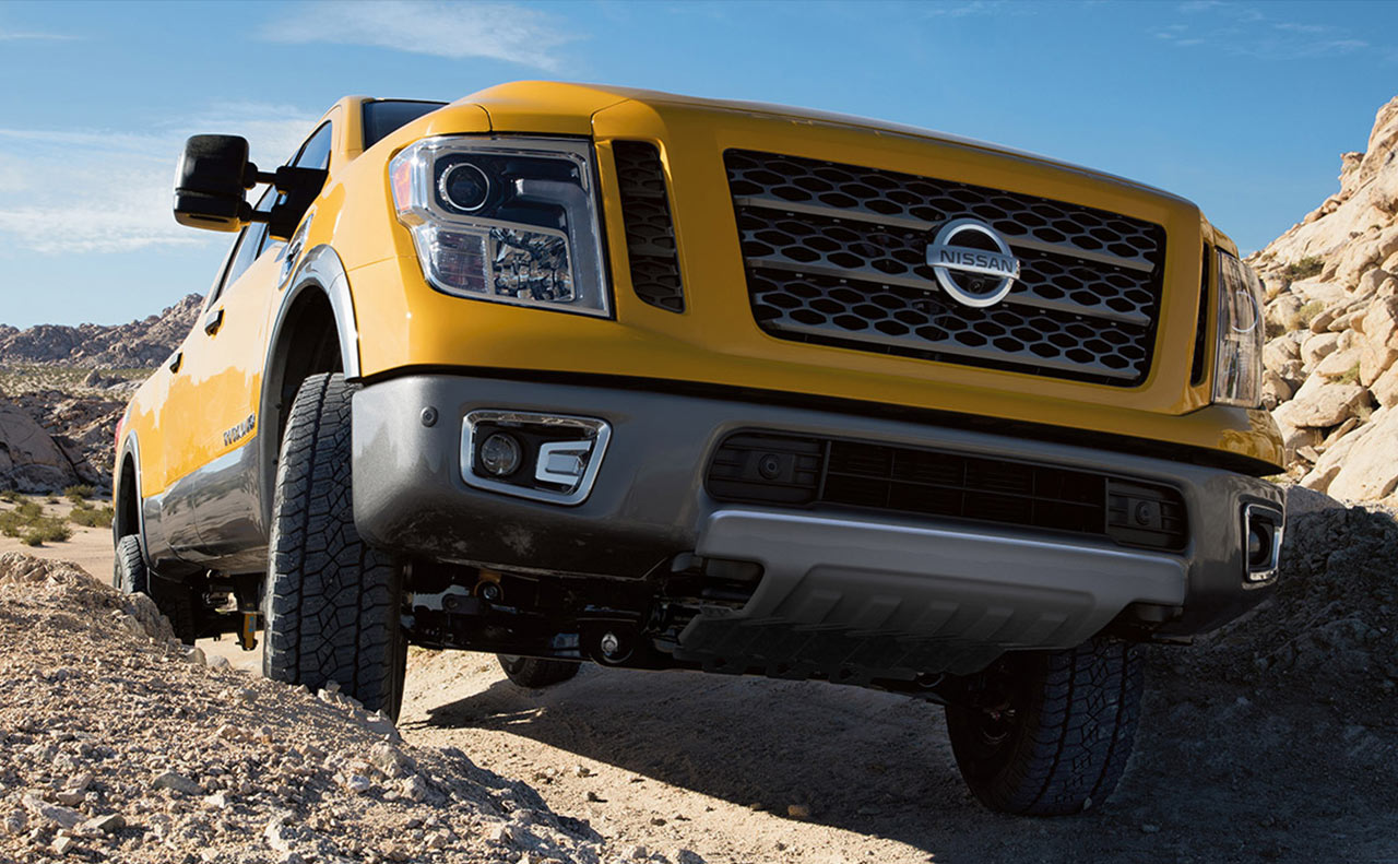 2016 nissan titan exterior yellow grille under fog lights
