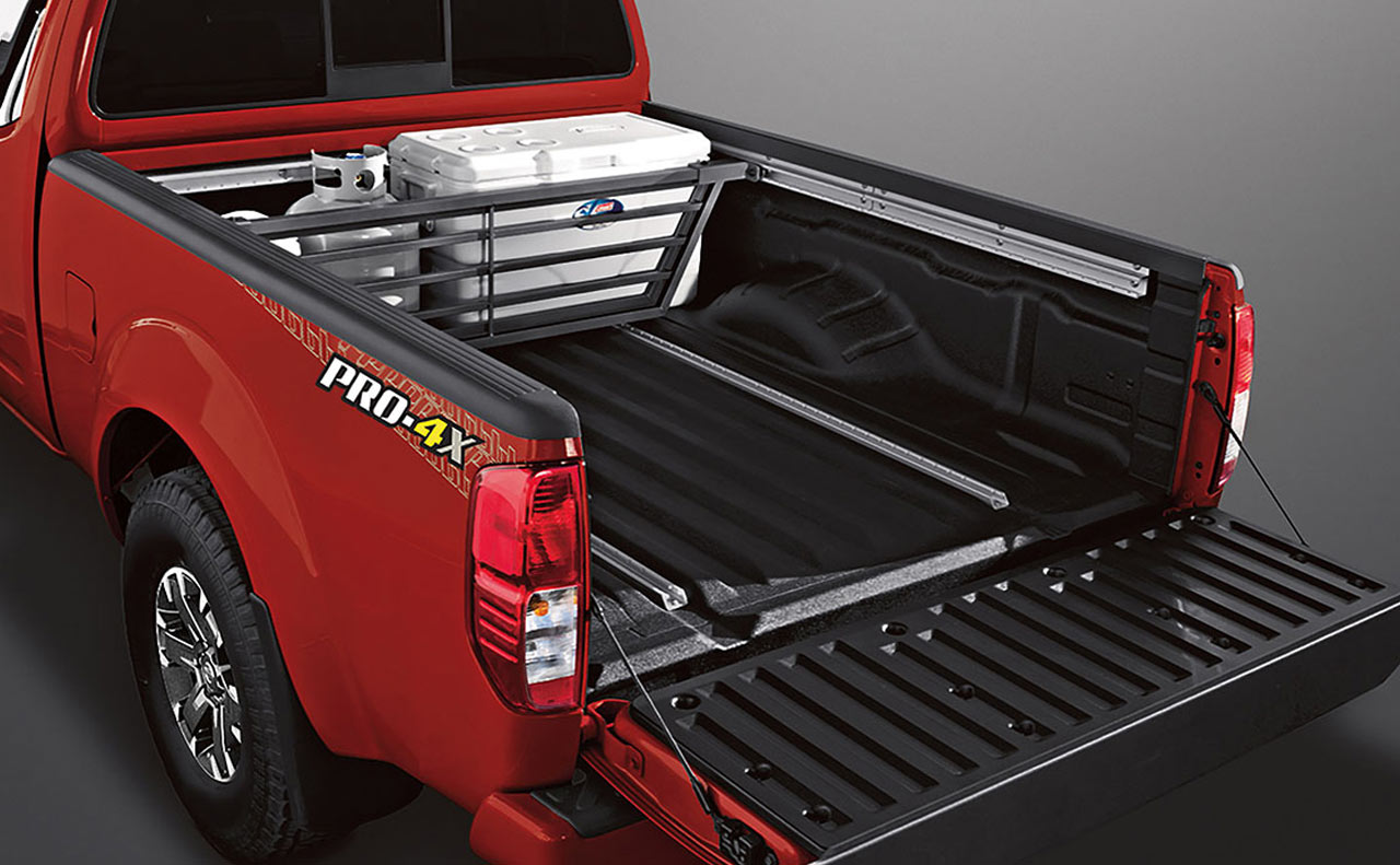 2017 nissan frontier exterior red bed divider