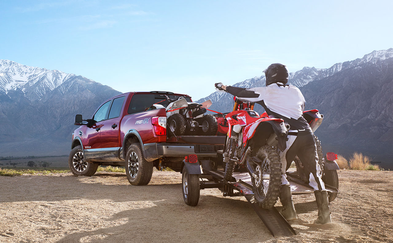 2017 nissan titan exterior loading hauling pull bed truck