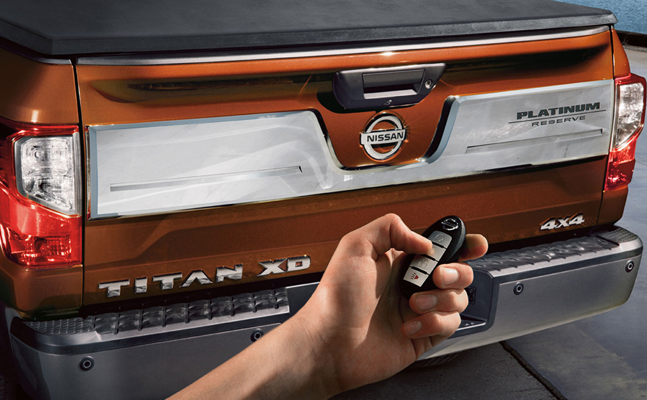 2017 nissan titan exterior platinum reserve tail gate orange white