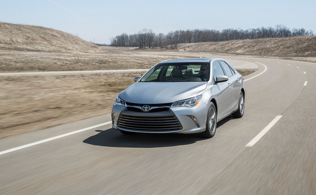 2016 toyota camry exterior motion driving wheels