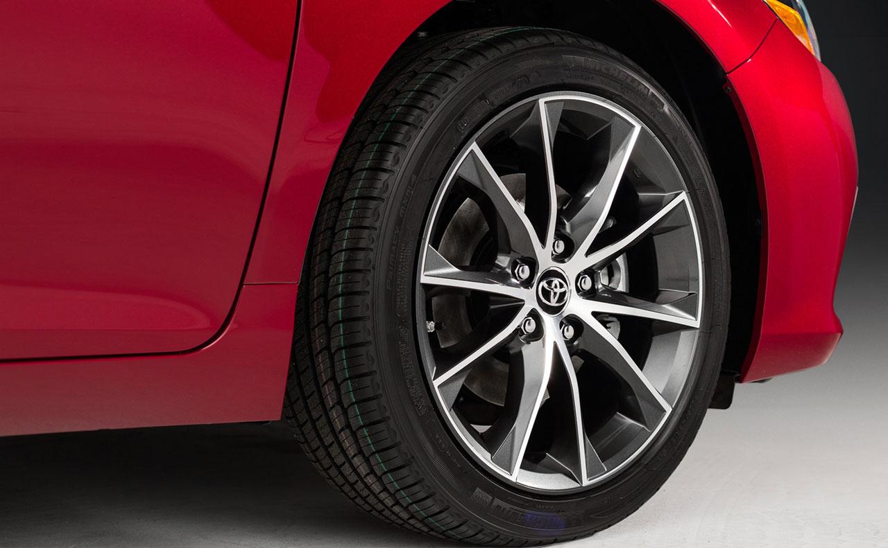 2016 toyota camry exterior wheel tire logo