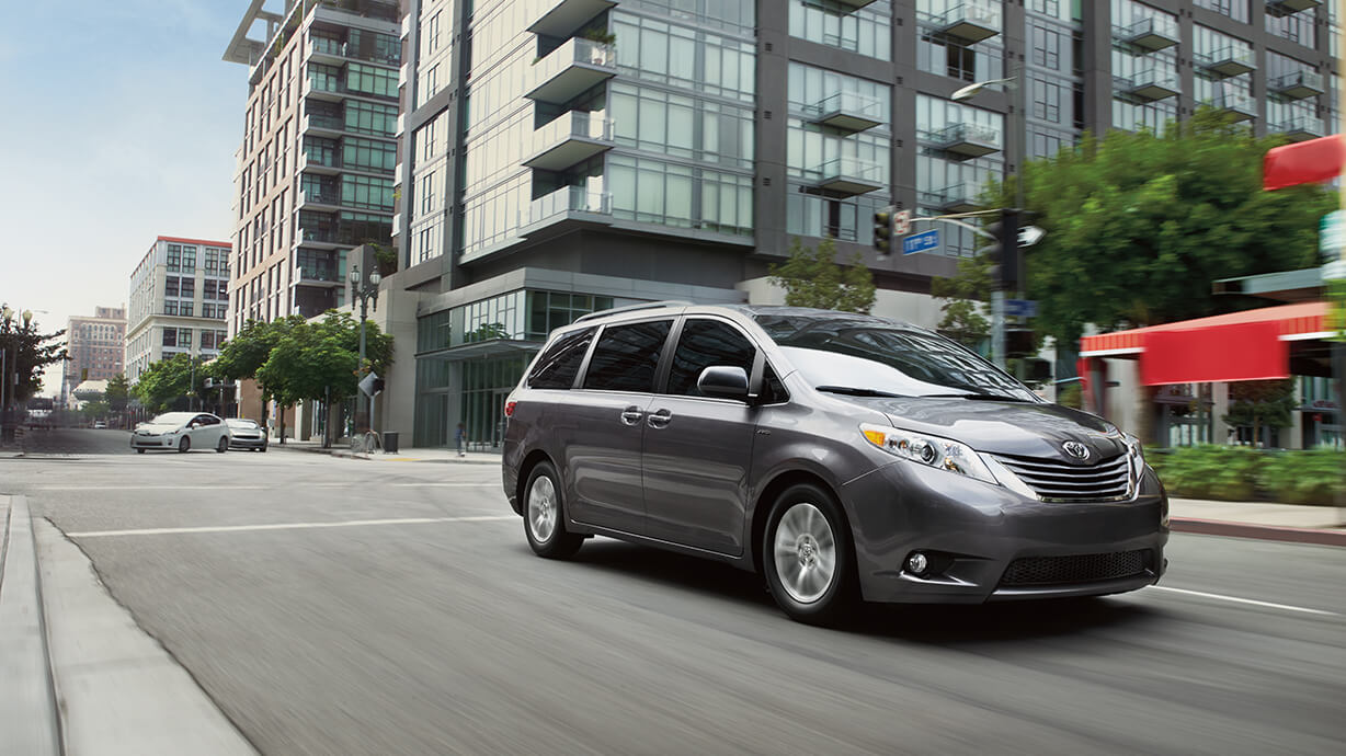 2016 toyota sienna side view