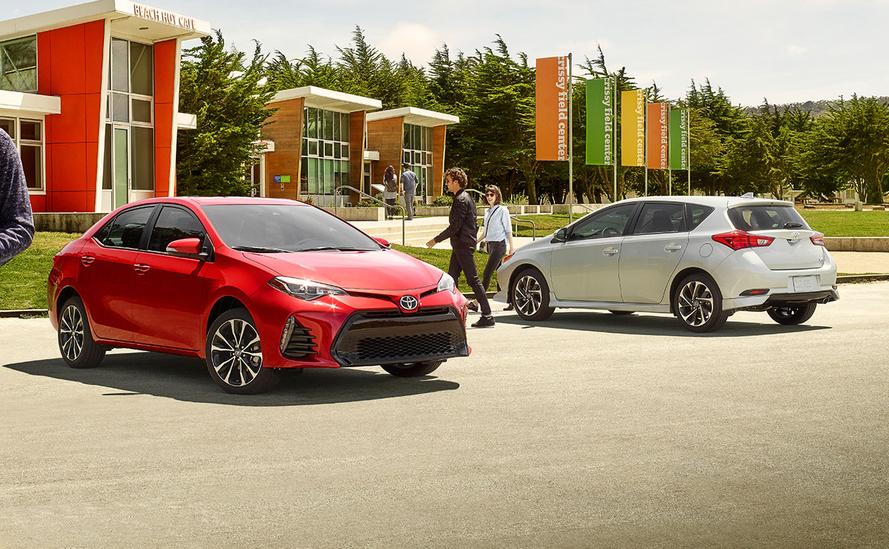 2017 toyota corolla exterior hatch back red