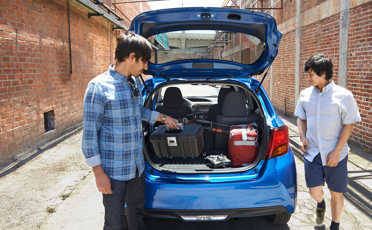 2017 toyota yaris exterior blue liftgate trunk