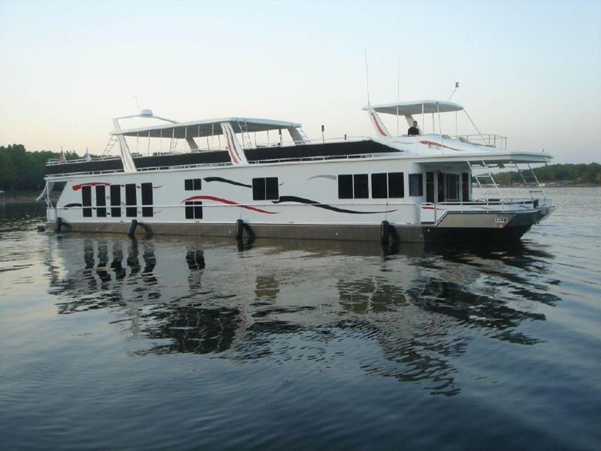 2006 FANTASY YACHTS 100 Wide Body For Sale