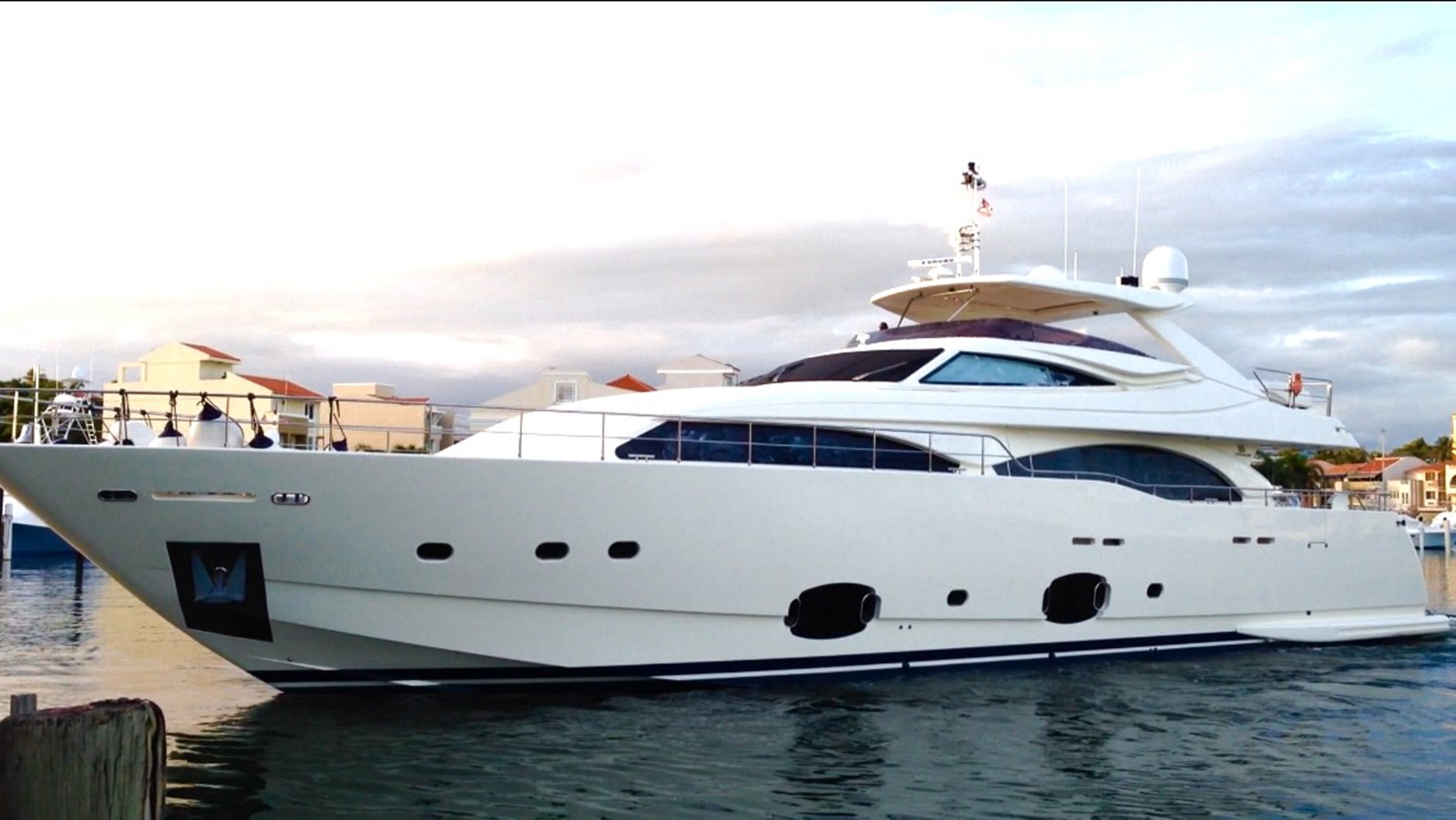 2010 FERRETTI Custom Line For Sale