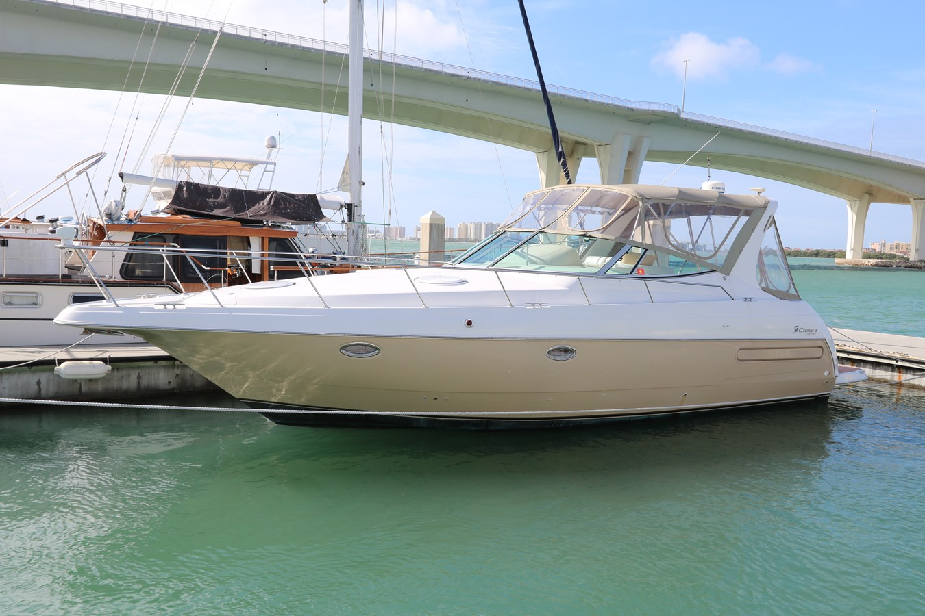 1997 CRUISERS 3575 Express For Sale
