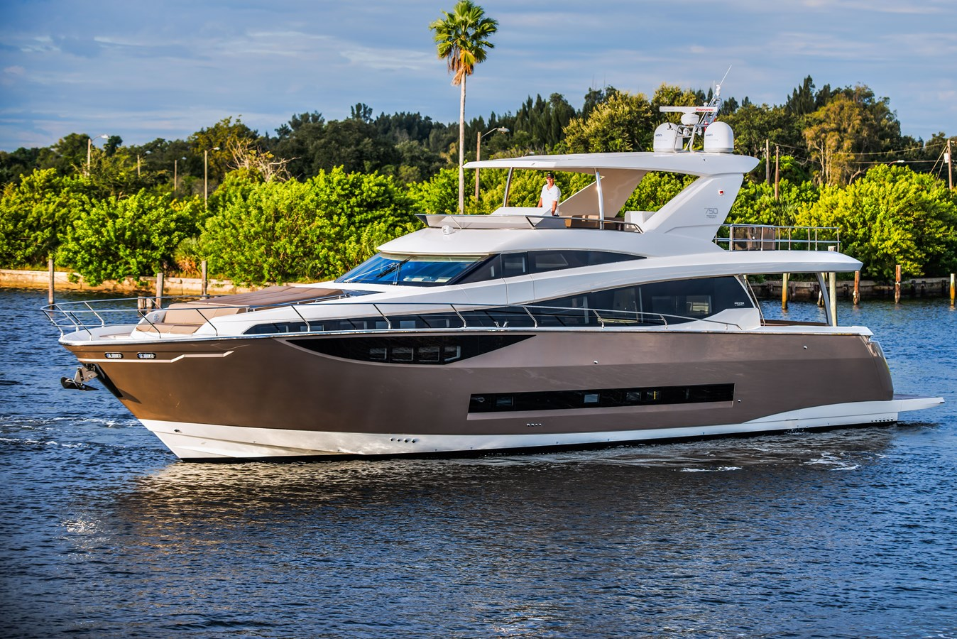 2016 PRESTIGE 750 Flybridge For Sale
