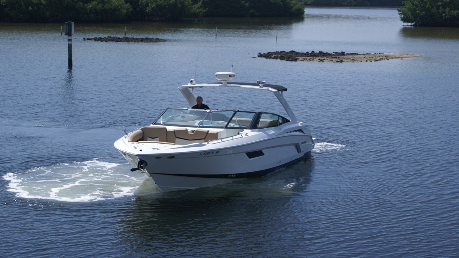 2014 CRUISERS 328 Bow Rider For Sale